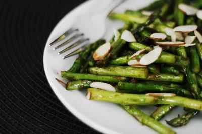 Stir-Fried Asparagus with Almonds