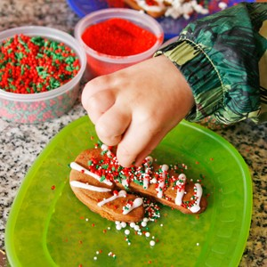Holiday Comforts: Decorating Cookies (and an Easy Cookie Icing)