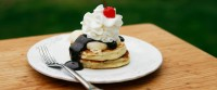 banana split pancakes lead