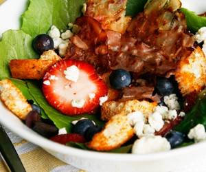 berry gorgonzola salad lead