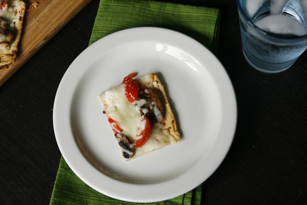 Mushroom Tomato Flatbread Pizza - Sarah's Cucina Bella