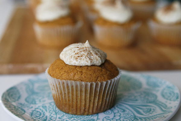 Hungry for a treat? Your favorite Starbucks latte (or, ahem, mine), the Pumpkin Spice Latte, gets a cupcake makeover in this fab Pumpkin Spice Latte Cupcake that I created for allParenting.