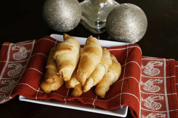 Stress-Free Thanksgiving: Buttery Garlic Asiago Crescents