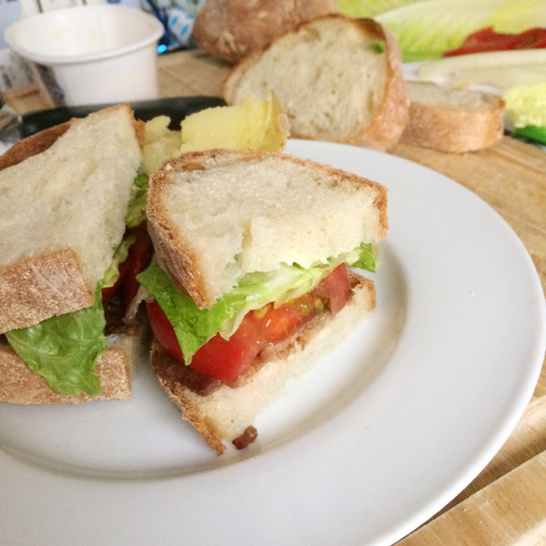 A BLT sandwich on a white plate.