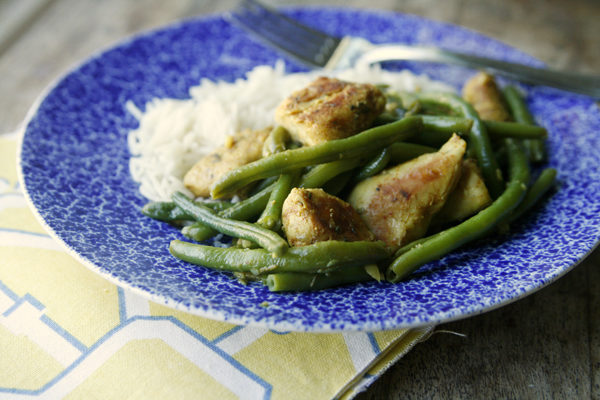 Garlicky Chicken and Green Beans Skillet recipe