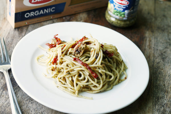 Barilla - Pesto Spaghetti with Chicken and Sundried Tomatoes