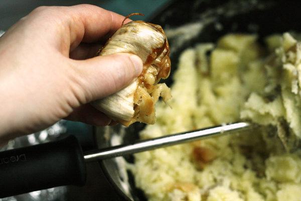 making-roasted-garlic-mashed-potatoes