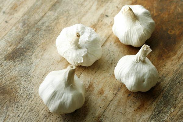 sarahs-cucina-bella-heads-of-garlic