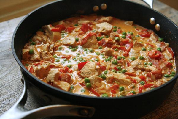 creamy-tomato-shallot-chicken-skillet