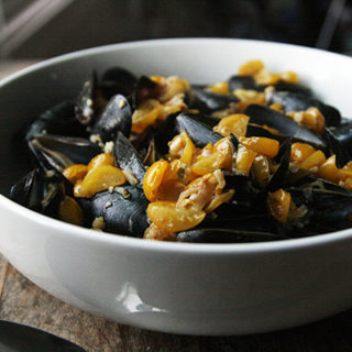 Mussels in Tomato Garlic Broth