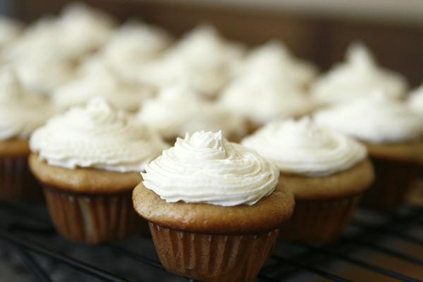 Banana Cinnamon Cupcakes with Creamy Vanilla Frosting
